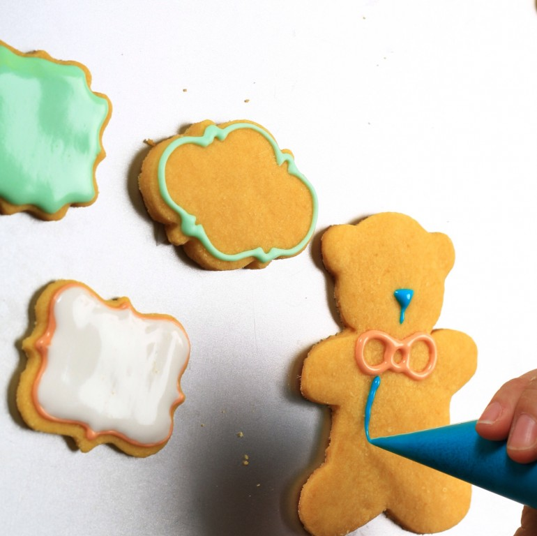 Royal Icing 101 - Ayobaking blog